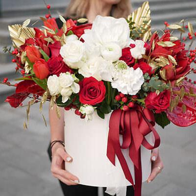 Капелюшні коробки з квітами
